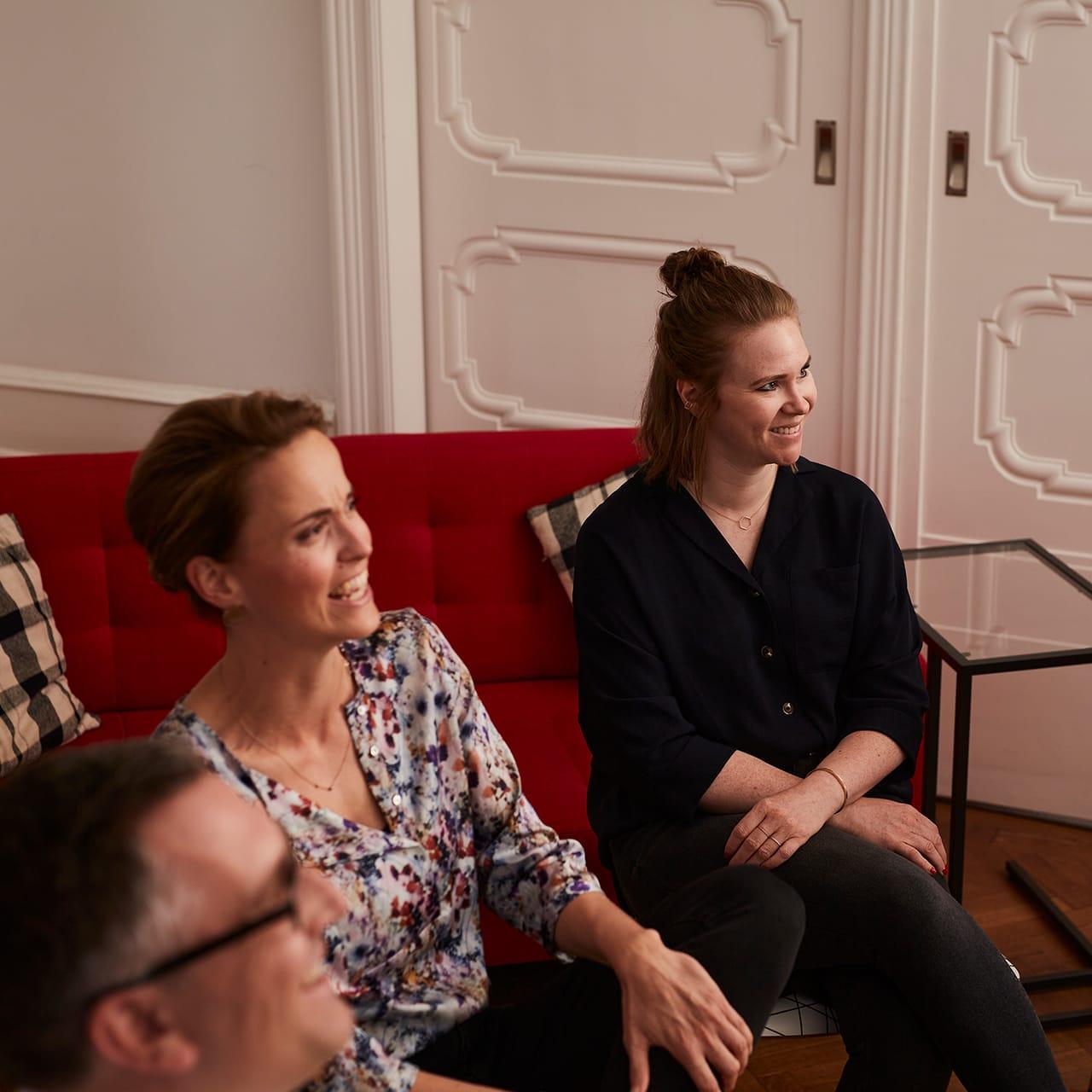Teilnehmerinnen und Teilnehmer eines Präsentations Workshops